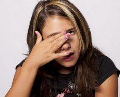 Что делать, если засорился глаз (попала соринка)