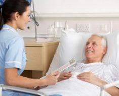 Как избежать пролежней: уход за лежачими больными